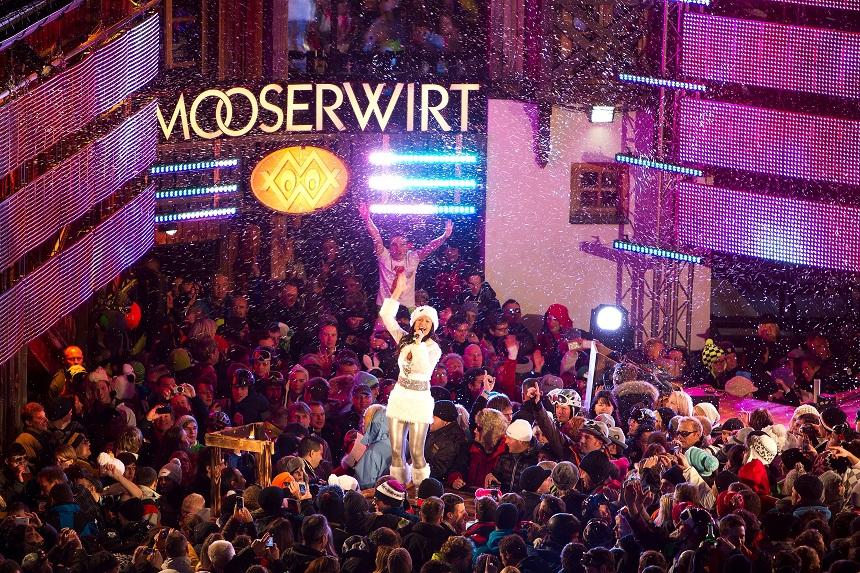 Moosewirt - Singer a famous Moosewirt bar